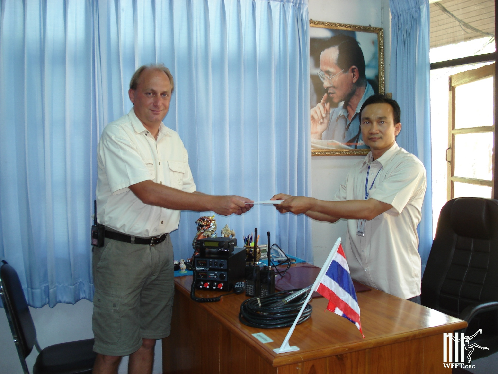 WFFT Founder Edwin Wiek Donates Radios To DNP Park Chief